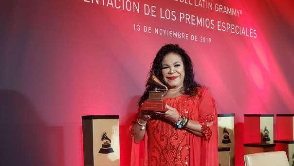 Eva Ayllón recibió el Premio a la Excelencia Musical, por su trayectoria artística, en el Latin Grammy 2019.