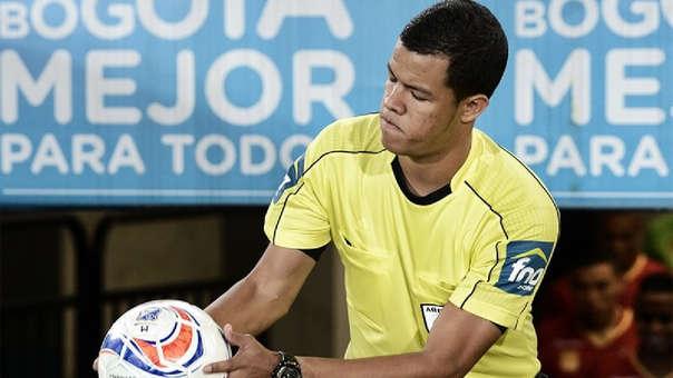 El árbitro John Ospina de Colombia dirigirá el partido entre Universitario y Carabobo.