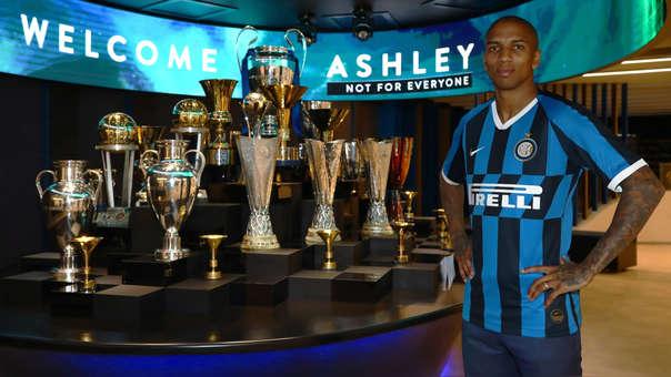 Ashley Young jugará hasta junio 2020 en Inter de Milán.