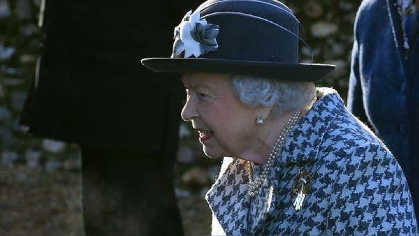 La Reina Isabel II asistió a la iglesia de Santa María la Virgen en Hillington, Norfolk, Inglaterra.