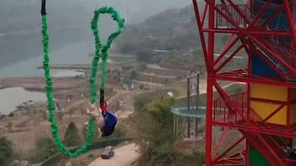Un parque temático en China recibió críticas después de obligar a un cerdo a hacer