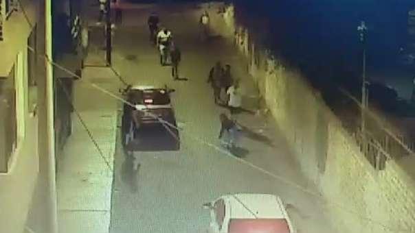 La mujer fue salvada por vecinos que llegaron a auxiliarla.