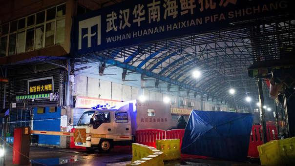 Mercado Mayorista de Mariscos Huanan cerrado en la ciudad de Wuhan donde se cree se propagó el virus.