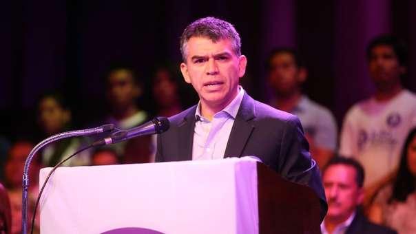 Julio Guzmán, líder del Partido Morado, envuelto en un escándalo.