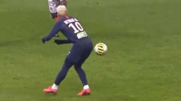 Los hinchas enloquecieron: Neymar dio un pase con la nalga