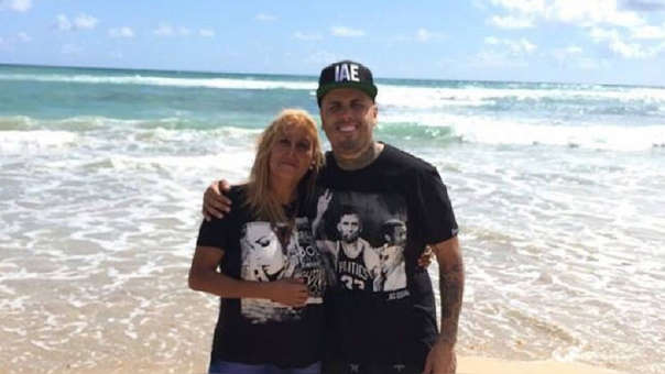 El cantante Nicky Jam reveló la distancia que mantuvo con su madre durante casi 20 años.