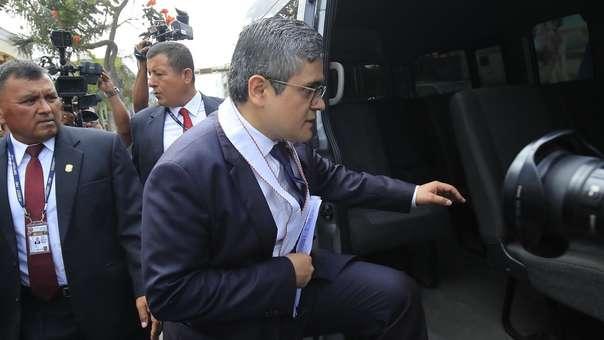 El fiscal Pérez dirige un allanamiento al local de Fuerza Popular.