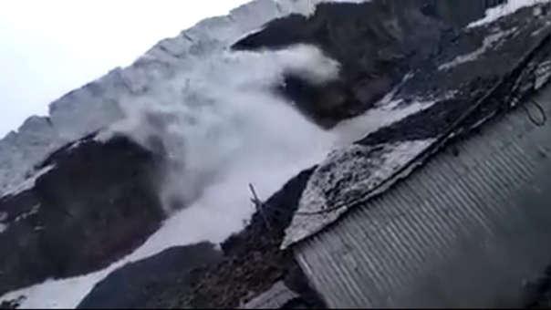 Mineros graban el momento en el que cae la avalancha.