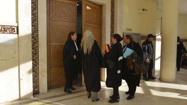Imágenes de los exteriores del juicio.