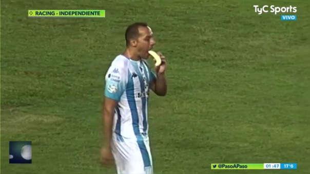 Marcelo Díaz, el héroe de Racing: peló un plátano, lo comió en pleno partido y después marcó el gol de la victoria