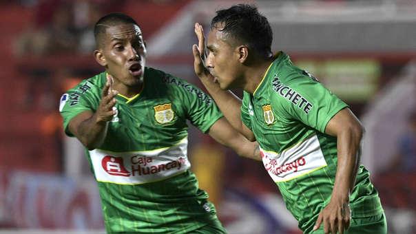 Marcos Lliuya celebra el gol que anotó ante Argentinos Juniors por la Copa Sudamericana