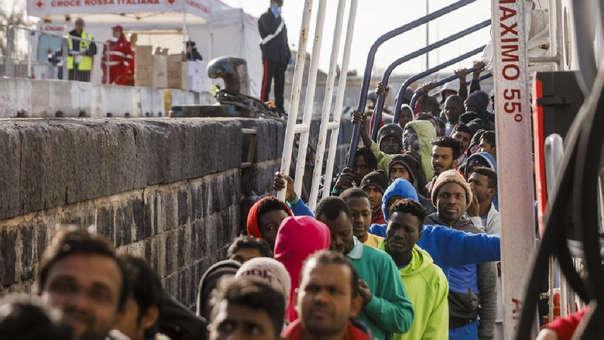 Migrantes llegando a las costas de España