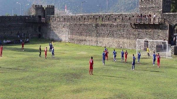 Equipo de Georgia juega sus partidos en el interior de castillo medieval