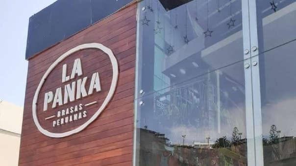 La joven señaló que el restaurante ubicado en Costa Verde no les ha pedido las disculpas del caso.