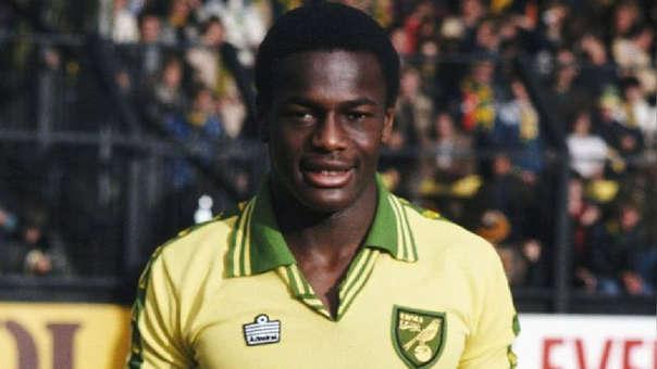 Justin Fashanu se convirtió en el  primer jugador profesional inglés en haber reivindicado públicamente su homosexualidad en 1990