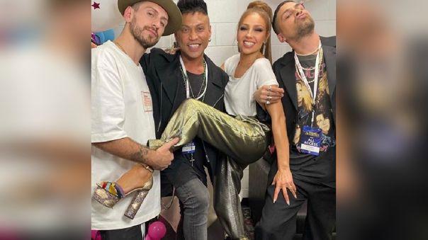 La cantante mexicano subió una imagen luciendo los zapatos de Butrich.
