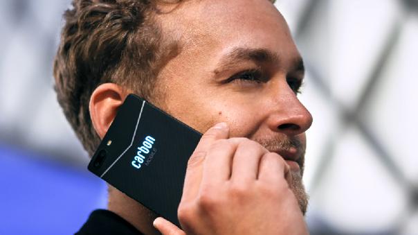 Carbon Mobile hace una limitada incursión en los teléfonos móviles.