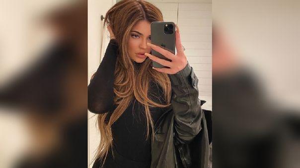 La influencer y gurú del maquillaje compartió varias fotografías de su nuevo look.