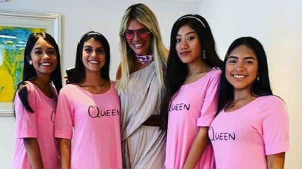 Jessica Newton presentó la nueva generación de reinas.
