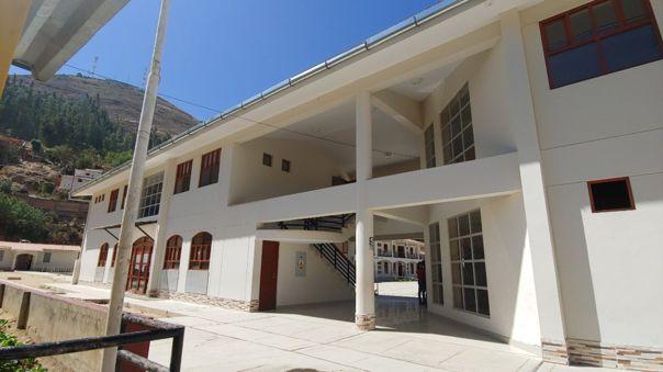 """Obra de """"Mejoramiento de los servicios en la Institución Educativa Dos de Mayo"""" en el distrito de Caraz."""