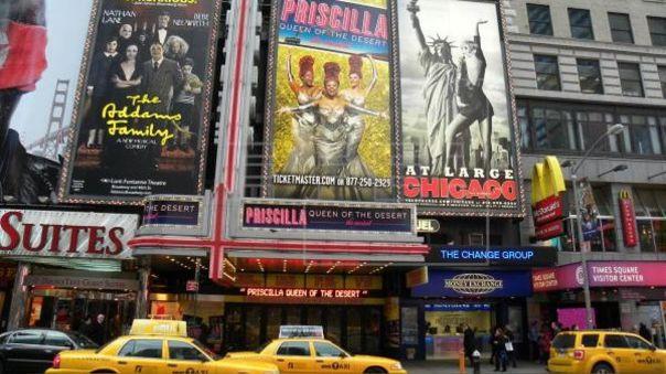 Nueva York prohíbe eventos con más de 500 personas, incluidos shows de Broadway