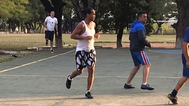 Ronaldinho cumple prisión preventiva en Paraguay por ingresar al país con pasaporte adulterado