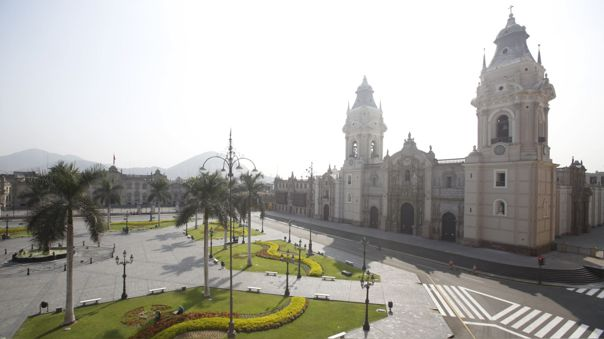 Así lucieron la Plaza de Armas de Lima y sus alrededores durante el primer día de estado de emergencia nacional.