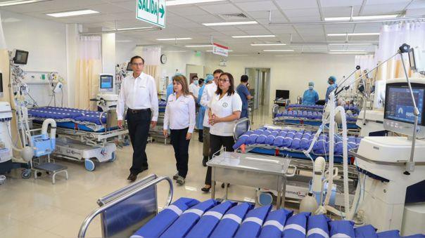 Martín Vizcarra visitó el hospital de Ate esta mañana.
