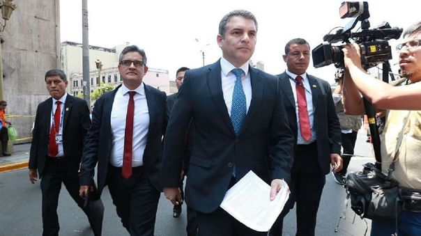 El fiscal Rafel Vela (centro) dirige al Equipo Especial Lava Jato, entre cuyos integrantes está José Domingo Pérez (segundo de izquierda a derecha)