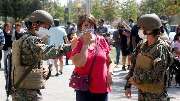 El toque de queda decretado por el Gobierno de Sebastián Piñera en Chile rige desde las 22 horas hasta las 5 de la mañana del día siguiente.