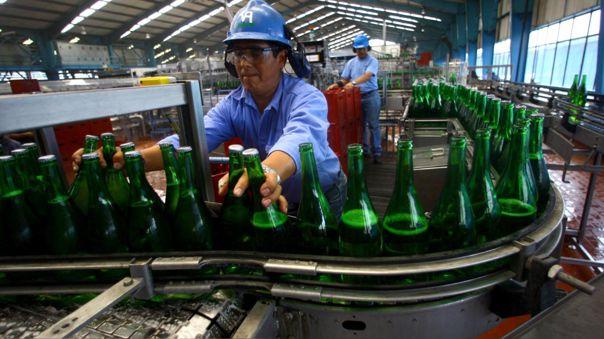 Trabajadores de la cervecera denuncian que son obligados a trabajar.