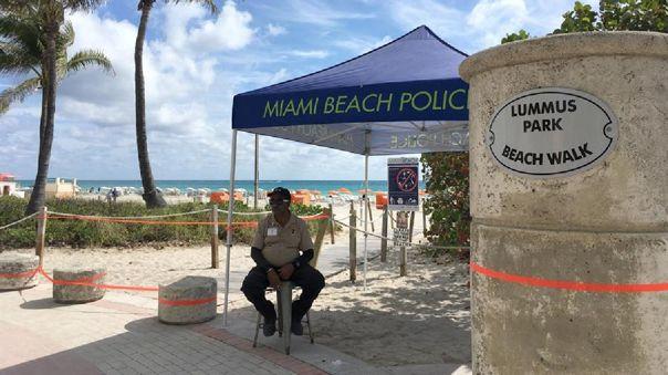 Una playa de Miami, en Florida, vacía por el coronavirus.