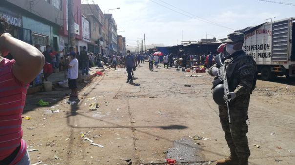 Fue necesaria la presencia de soldados para desalojar a comerciantes ambulantes