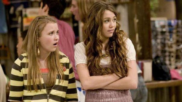 Miley Cyrus y Emily Osment