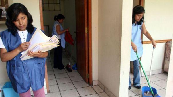 Según cifras del Sindicato de Trabajadoras y Trabajadores del Hogar de la Región Lima (SINTTRAHOL), existen alrededor de 496 mil personas que ejercen esta labor en todo el país.