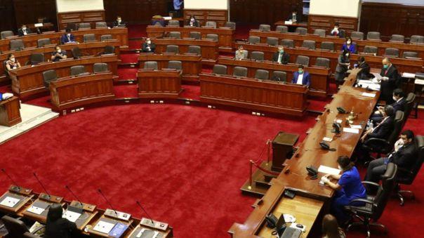 El Congreso lució con muchas curules vacías, debido a que los parlamentarios prefieren no asistir y acatar el estado de emergencia.
