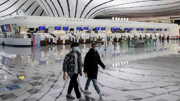 Varios aeropuertos alrededor del mundo han tenido que suspender sus funciones para evitar la propagación del COVID-19.