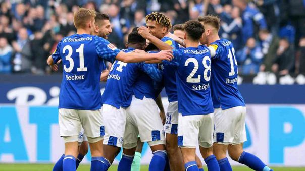 Coronavirus: plantel del Schalke 04 renunció a parte de su sueldo