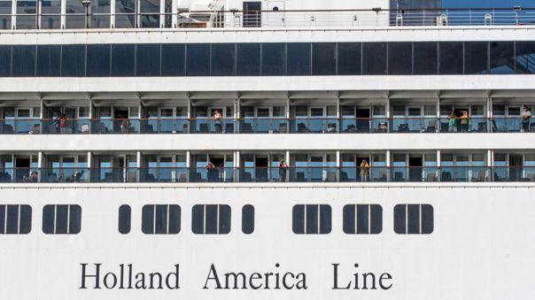 La empresa Holland America Line aún busca determinar dónde y cuándo atracará en puerto el crucero Zaandam.