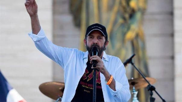 Juan Luis Guerra lanza nuevo tema musical.