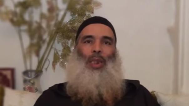 El jeque fue condenado a un año de prisión tras criticar la medida en su cuenta de Facebook.
