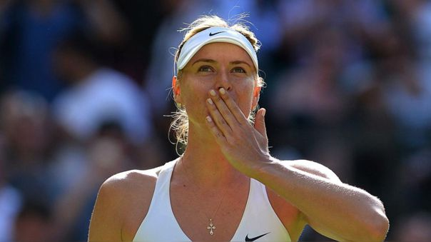 María Sharapova festejando una victoria en Wimbledon