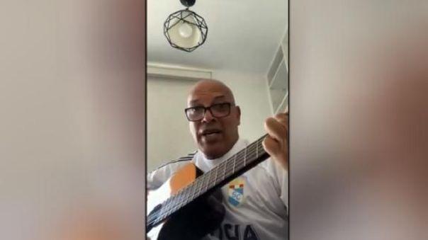 Se lleva las palmas: Roberto Mosquera causa furor al tocar la guitarra