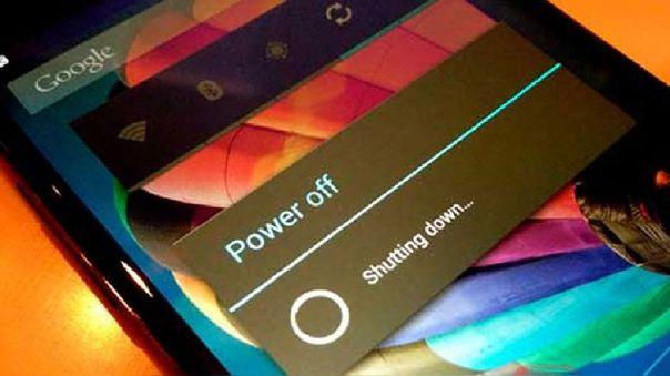 Reiniciar el móvil cerrará todas las apps abiertas como el de la cámara.