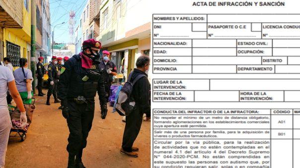 Policía entrega cartillas en el Callao.