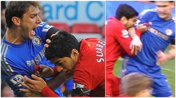 Luis Suárez mordió a Branislav Ivanovic en un partido entre Liverpool y Chelsea