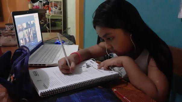 230 mil escolares desarrollan sus clases de manera virtual