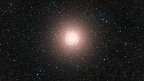 En septiembre de 2019, la estrella comenzó a desvanecerse y en diciembre su brillo alcanzó un mínimo en toda la historia.