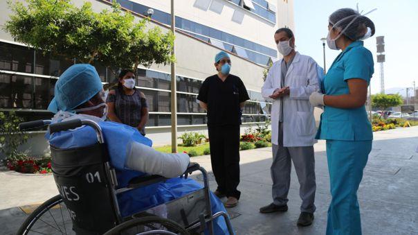 Médicos extranjeros podrán apoyar en casos de COVID-19.
