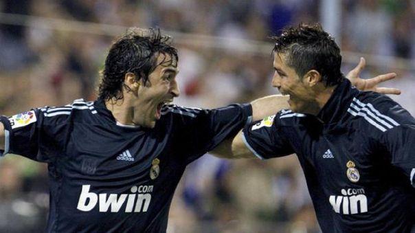 Celebración del último gol de Raúl González con la camiseta del Real Madrid